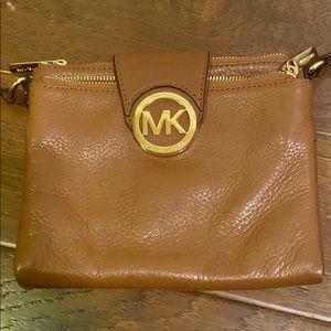 Micheal kors cross body purse!